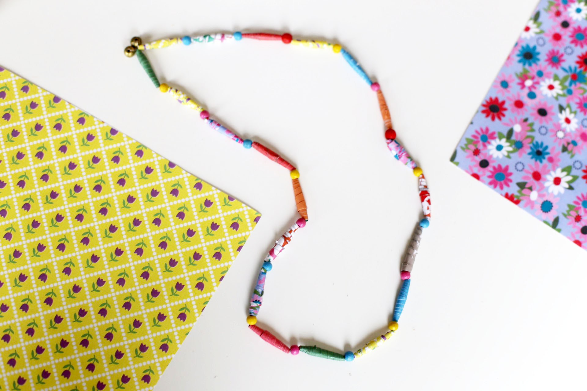 collier-en-papier-enfants-activites